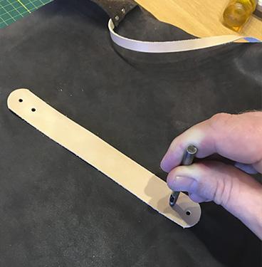 Step 16 - Lav selv læderforklæde
